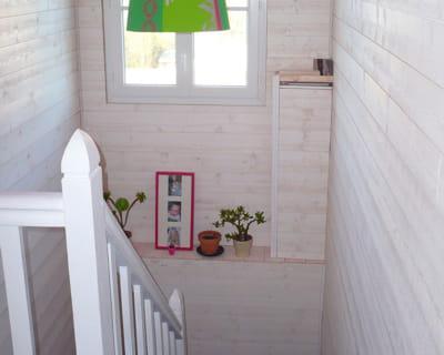 un escalier lambriss blanc avant apr s 10 pi ces de lectrices relook es journal des femmes. Black Bedroom Furniture Sets. Home Design Ideas