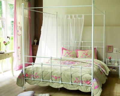 romantique endormez vous dans un lit de princesse journal des femmes. Black Bedroom Furniture Sets. Home Design Ideas