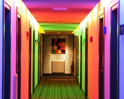 accrocher le regard avec les portes comment am nager un couloir journal des femmes. Black Bedroom Furniture Sets. Home Design Ideas