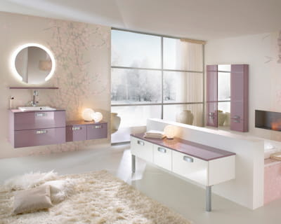 lumineuse et si on changeait de salle de bains journal des femmes. Black Bedroom Furniture Sets. Home Design Ideas