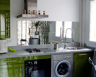 Un miroir qui agrandit les petites cuisines 10 astuces for Decorer ma cuisine