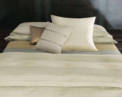 parure d 39 or 25 parures de lit pour les beaux jours journal des femmes. Black Bedroom Furniture Sets. Home Design Ideas