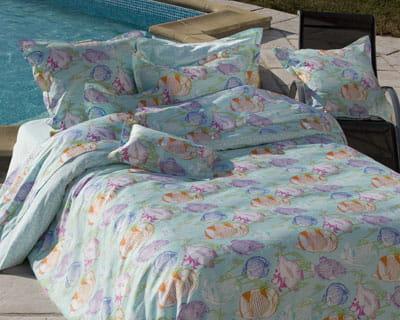 ambiance tropicale 25 parures de lit pour les beaux jours journal des femmes. Black Bedroom Furniture Sets. Home Design Ideas