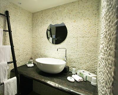 Des rev tements de galets - Galet carrelage salle de bain ...