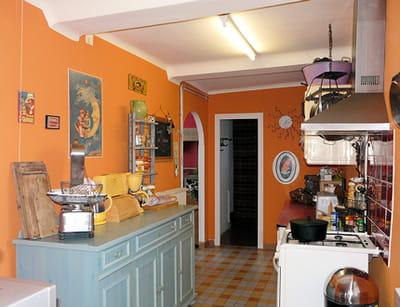 une cuisine l 39 ancienne visitez la maison de marion journal des femmes. Black Bedroom Furniture Sets. Home Design Ideas