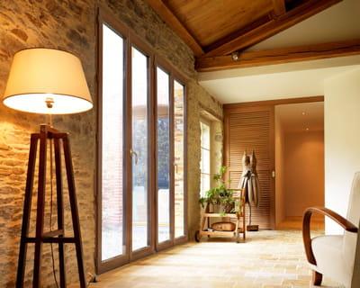 Le charme du bois baies vitr es ouvrez votre int rieur sur la nature journal des femmes Baies vitrees lapeyre