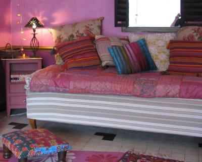 esprit boh me chic donnez un coup de jeune vos vieux meubles journal des femmes. Black Bedroom Furniture Sets. Home Design Ideas