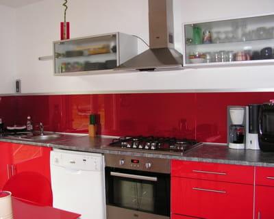 Laque carlate 12 id es de cr dences copier journal for Credence cuisine rouge