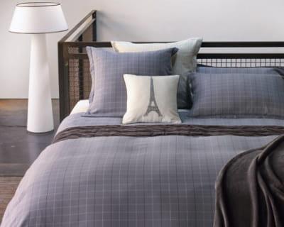 titi parisien une chambre dans de beaux draps journal des femmes. Black Bedroom Furniture Sets. Home Design Ideas