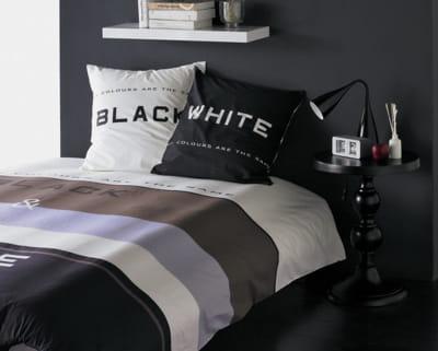 noir et blanc une chambre dans de beaux draps journal des femmes. Black Bedroom Furniture Sets. Home Design Ideas