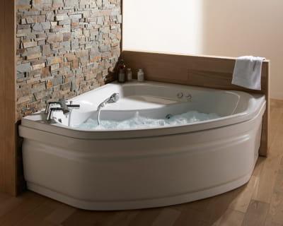 Petit prix pause d tente dans la salle de bains journal des femmes - Prix baignoire balneo jacuzzi ...