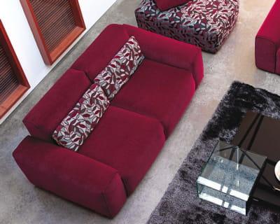 rouge chic un canap classe pour mon salon journal des femmes. Black Bedroom Furniture Sets. Home Design Ideas