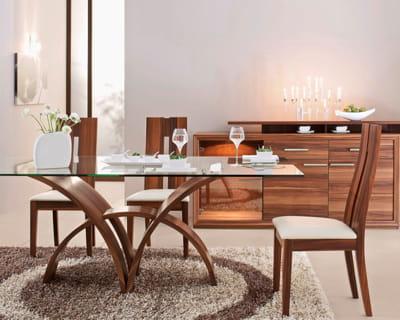 exotisme chic a table dans une belle salle manger