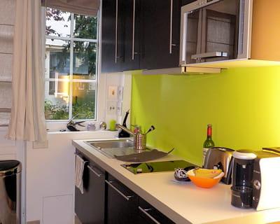 apr s le coin cuisine avant apr s un studio atypique la surface optimis e journal des. Black Bedroom Furniture Sets. Home Design Ideas