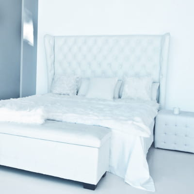 jet de lit blanc de maisons du monde du linge de maison parfait pour la saison journal des. Black Bedroom Furniture Sets. Home Design Ideas