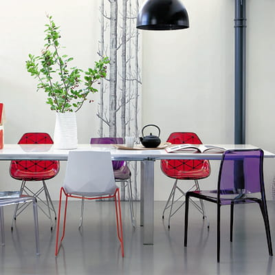 chaises transparentes rouges et violettes de fly. Black Bedroom Furniture Sets. Home Design Ideas