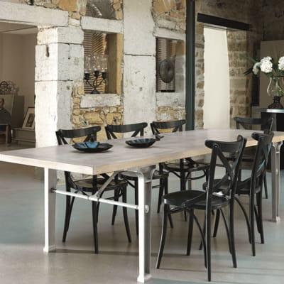 chaise noire en bois de grange des chaises tendance pour habiller ma table journal des femmes. Black Bedroom Furniture Sets. Home Design Ideas