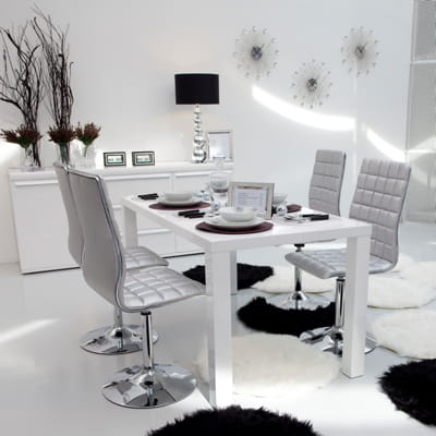 chaise couleur argent de conforama des chaises tendance pour habiller ma table journal des. Black Bedroom Furniture Sets. Home Design Ideas