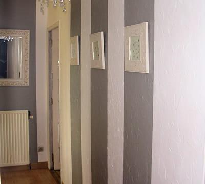 Effet d 39 optique la verticale une nouvelle ambiance for Papier peint entree maison