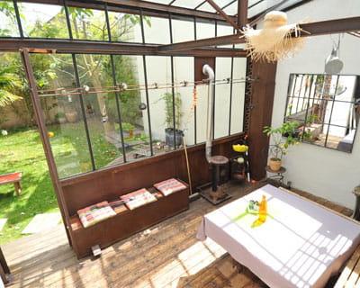 verri re ouverte ou ferm e la v randa ce joli jardin d 39 hiver journal des femmes. Black Bedroom Furniture Sets. Home Design Ideas