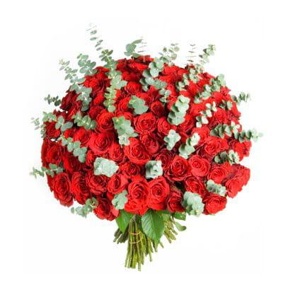 101 roses rouges des bouquets de fleurs pour la saint valentin journal des femmes. Black Bedroom Furniture Sets. Home Design Ideas