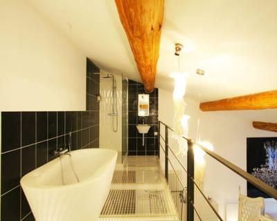 La salle de bains en mezzanine suite parentale 10 chambres coups de coeur - Salle de bain sous mezzanine ...