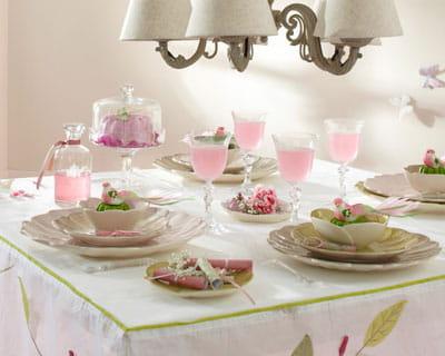 vaisselle the lilly de maisons du monde la vaisselle prend des airs printaniers journal des. Black Bedroom Furniture Sets. Home Design Ideas