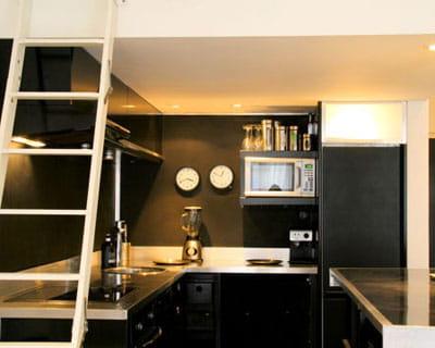 sous mezzanine cuisines mini et pratiques journal des femmes. Black Bedroom Furniture Sets. Home Design Ideas