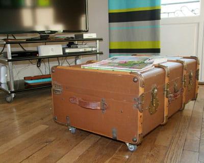 apr s une valise d tourn e en table basse le salon de delphine avant et apr s journal des. Black Bedroom Furniture Sets. Home Design Ideas