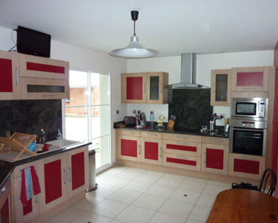 touches de rouge les plus belles cuisines de lectrices journal des femmes. Black Bedroom Furniture Sets. Home Design Ideas