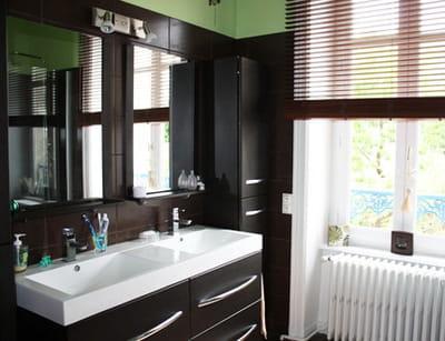salle de bains exotique et zen visitez la maison de charlotte journal des femmes. Black Bedroom Furniture Sets. Home Design Ideas