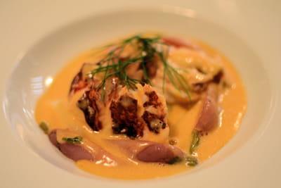 homard et son émulsion, radis et asperges.