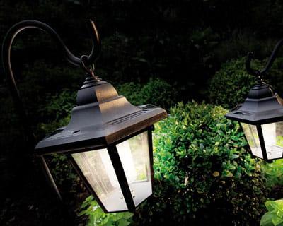 Eclairez ma lanterne eclairez votre jardin avec style journal des femmes - Lanterne de jardin solaire ...
