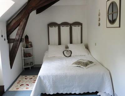 une chambre romantique pour les amis visitez la maison d 39 eliane journal des femmes. Black Bedroom Furniture Sets. Home Design Ideas