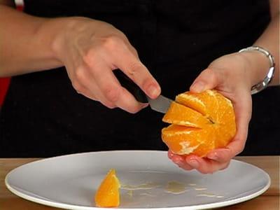 prélever les suprêmes d'orange.