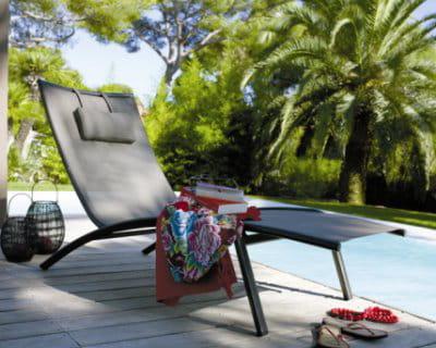 un bain de soleil. Black Bedroom Furniture Sets. Home Design Ideas