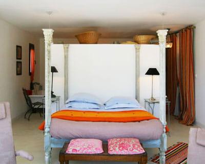 combiner dressing et t te de lit objectif gagner des m tres carr s journal des femmes. Black Bedroom Furniture Sets. Home Design Ideas
