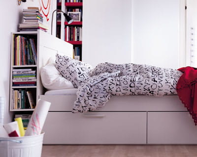 un lit qui cache bien son jeu les nouveaut s du catalogue ikea 2012 sont l journal des femmes. Black Bedroom Furniture Sets. Home Design Ideas