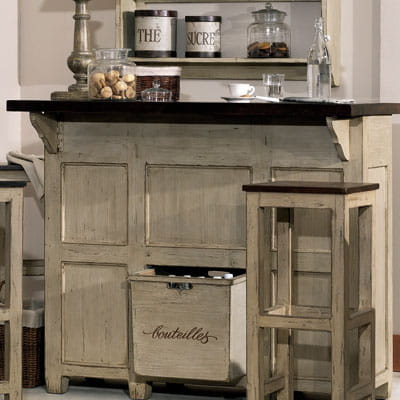 comptoir de bar brocante d 39 interior 39 s le charme des meubles de m tiers journal des femmes. Black Bedroom Furniture Sets. Home Design Ideas