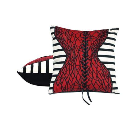 jean paul gaultier x roche bobois des coussins au look pop et urbain. Black Bedroom Furniture Sets. Home Design Ideas