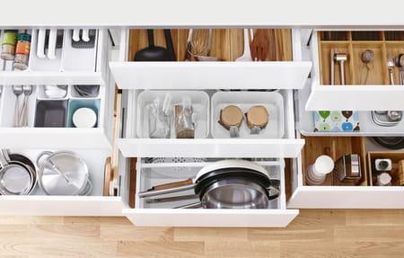 Un rangement optimis avec les organiseurs de cuisine - Ikea rangement cuisine tiroir ...