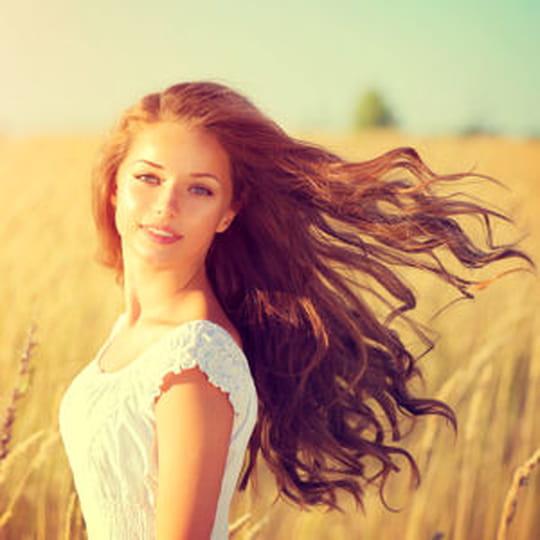 Des bonnes séries des moyens pour les cheveux