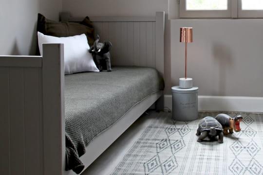 tables de nuit originales au chevet du lit journal des femmes. Black Bedroom Furniture Sets. Home Design Ideas