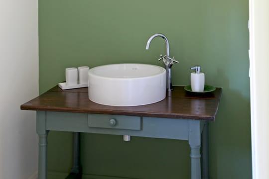 Quelle peinture pour la salle de bains journal des femmes - Peinture pour salle de bain humide ...