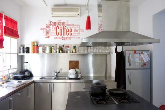 soyez pro passez une cuisine en inox journal des femmes. Black Bedroom Furniture Sets. Home Design Ideas