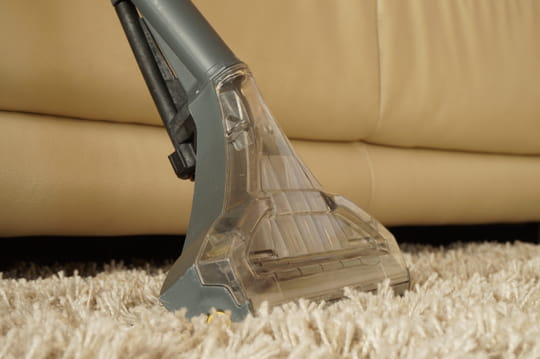 Nettoyer la moquette journal des femmes - Poudre pour nettoyer moquette ...
