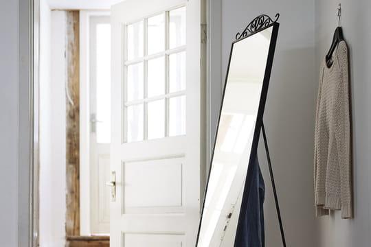Miroir sur pied chambre fille for Ikea miroir sur pied