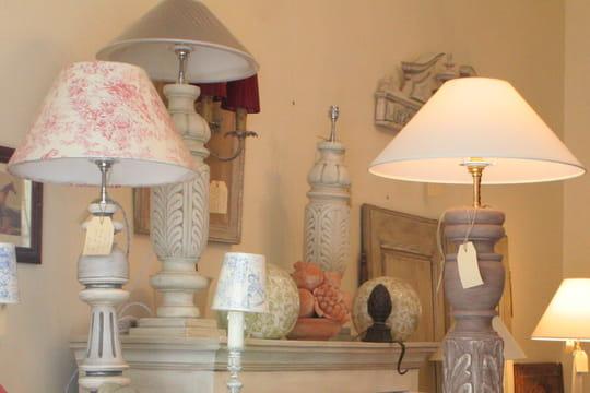 comment patiner un pied de lampe en bois journal des femmes. Black Bedroom Furniture Sets. Home Design Ideas