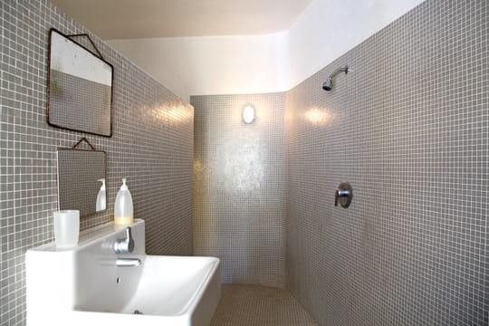 La douche l 39 italienne se pare de mosa que journal des femmes - Pare douche a l italienne ...