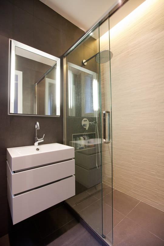 am nager une petite salle de bains conseils et photos. Black Bedroom Furniture Sets. Home Design Ideas